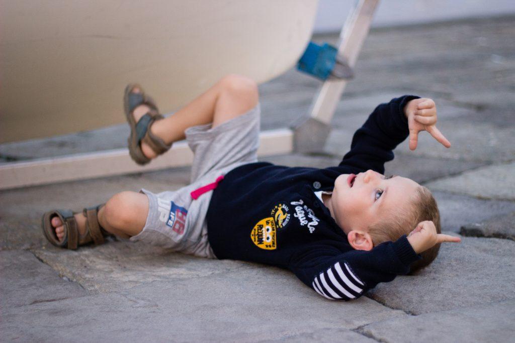seance-photo-enfant-lifestyle-voilier-emilielherondel-photographe-alpesmaritimes