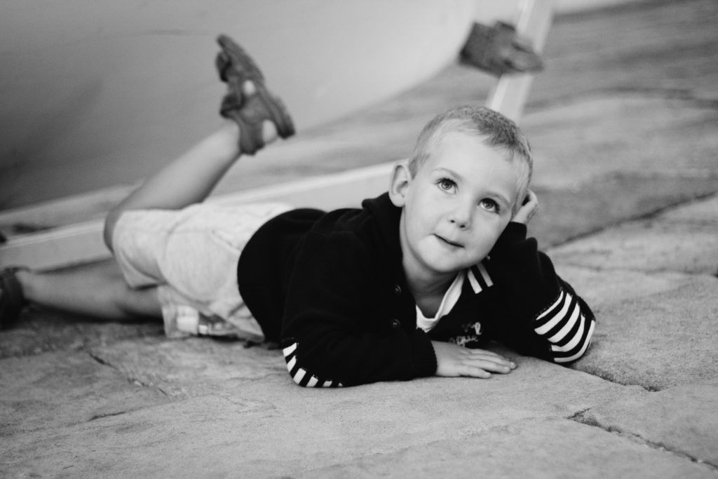 seance-photo-enfant-voilier-emilielherondel-alpesmaritimes