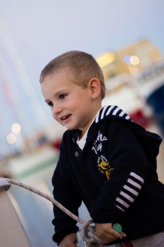 seance-photo-enfant-voilier-lifestyle-emilielherondel-alpesmaritimes
