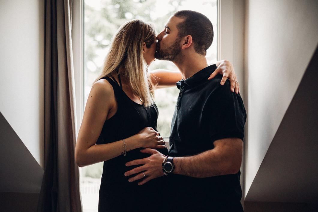 Une séance grossesse à domicile en toute intimité